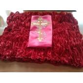 Обшивка из красного бархата, верх из атласа с крестом